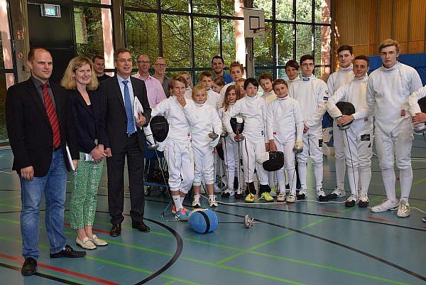 Landrat Hanno Hurth und OB Roman Götzmann geben Kreisturnhalle wieder an die Vereine zurück